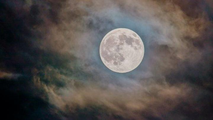 Luna rosa.jpg